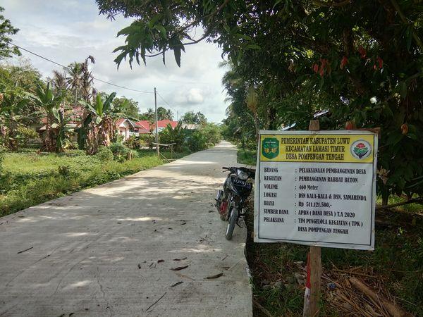Jalan rabat beton sepanjang 460 meter yang dibangun Pemdes Pompengan Tengah di Dusun Kala-Kala dan Dusun Samarinda, Desa Pompengan Tengah, Kecamatan Lamasi Timur, Kabupaten Luwu