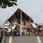 Kantor Gubernur Sulbar di Mamuju, ambruk akibat gempa bumi berkekuatan 6,2 magnitudo pada Jumat (15/1/2021) dini hari. Hingga kini BPBD Sulbar masih terus mendata jumlah kerusakan dan korban akibat gempa tersebut.